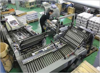 弊社所有の印刷物の折り機です。